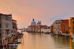 Di Santa Maria della Salute de la basílica en el canal del giudecca en Venecia Imágenes de archivo libres de regalías