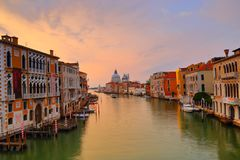 Di Santa Maria della Salute de la basílica en el canal del giudecca en Venecia Foto de archivo