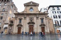 Di Santa Trinita da basílica na praça em Florença Imagem de Stock