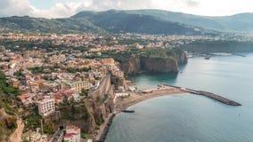 Di Sorrento, comune en la provincia de N?poles, viaje, hoteles, nubes hermosas de la meta del lapso de tiempo metrajes