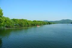 Di SU της δυτικής λίμνης της Κίνας το Μάρτιο στοκ φωτογραφίες