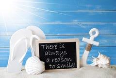 Di Sunny Summer Card With Quote ragione sempre di sorridere Fotografie Stock Libere da Diritti
