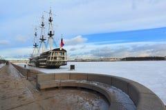 ` di tolleranza del ` della fregata Il fiume di Neva St Petersburg Fotografia Stock Libera da Diritti