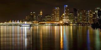 Di Vancouver orizzonte BC dalla sosta di Stanley alla notte Fotografie Stock