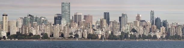 Di Vancouver orizzonte del centro BC dalla baia inglese Immagine Stock Libera da Diritti