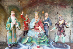 Di Zang Wang Buddha con il diorama degli addetti Immagini Stock Libere da Diritti