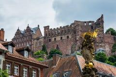 Dia Alemanha do castelo de Heidelberg da estátua de Kornmarkt Foto de Stock Royalty Free
