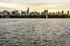 Dia bonito do outono para uma caminhada no Central Park New York City Manhattan foto de stock