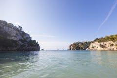 Dia bonito e ensolarado da praia, Macarella, Minorca, Menorca, Baleari Fotografia de Stock