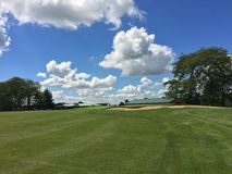 Dia bonito para um círculo de golfe fotografia de stock