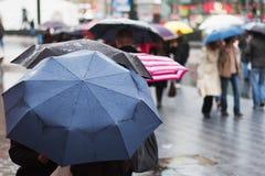 Dia chuvoso na cidade Fotografia de Stock