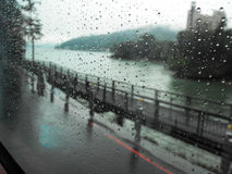 Dia chuvoso na estrada do subúrbio de Taipei Imagem de Stock Royalty Free