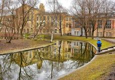 Dia chuvoso nebuloso no jardim de Yusupov Rússia St Petersburg Imagens de Stock Royalty Free