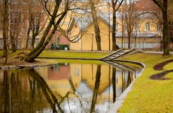 Dia chuvoso nebuloso no jardim de Yusupov Rússia St Petersburg Fotos de Stock