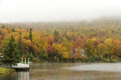 Dia chuvoso no lago Gloriette Imagem de Stock