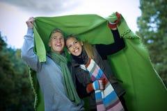 Dia chuvoso no parque do outono Fotos de Stock Royalty Free