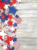 Dia da Independência, celebração, patriotismo e conceito americanos dos feriados - bandeiras e estrelas no 4ns do partido de julh Foto de Stock