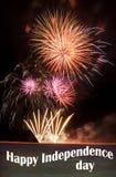 Dia da Independência feliz com fogos-de-artifício Fotos de Stock Royalty Free