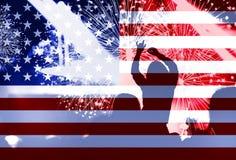 Dia da Independência, fogos-de-artifício, multidão e bandeira de América Fotos de Stock