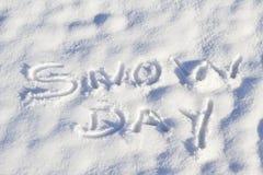 Dia da neve escrito na queda de neve fresca imagem de stock