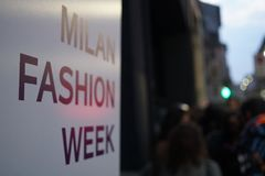 Dia 2 da semana de moda de Milão imagens de stock