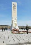 Dia da vitória, perto do monumento aos soldados inoperantes na segunda guerra mundial, cidade de Kemerovo Fotos de Stock Royalty Free
