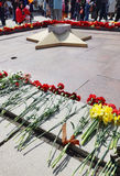 Dia da vitória, perto do monumento aos soldados inoperantes na segunda guerra mundial, cidade de Kemerovo Fotografia de Stock