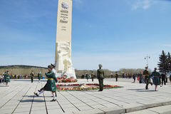 Dia da vitória, perto do monumento aos soldados inoperantes na segunda guerra mundial, cidade de Kemerovo Imagens de Stock