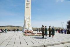 Dia da vitória, perto do monumento aos soldados inoperantes na segunda guerra mundial, cidade de Kemerovo Foto de Stock