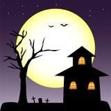 Dia das Bruxas assombrou a árvore da casa Fotografia de Stock Royalty Free