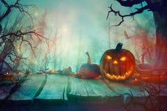 Dia das Bruxas com abóbora e obscuridade Forest Scary Halloween Design ilustração stock