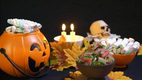 Dia das Bruxas com os doces na animação da cubeta da abóbora filme