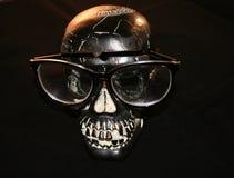 Dia das Bruxas: crânio com vidros Fotografia de Stock Royalty Free
