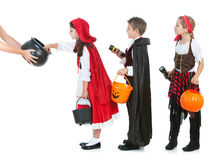 Dia das Bruxas: Crianças que esperam doces de Dia das Bruxas fotografia de stock royalty free