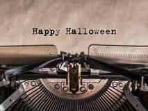 Dia das Bruxas feliz impresso em uma máquina de escrever do vintage foto de stock royalty free