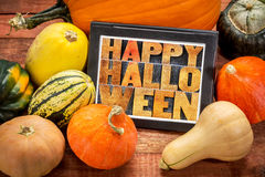 Dia das Bruxas feliz na tabuleta com polpa Imagens de Stock Royalty Free