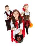 Dia das Bruxas: Truque ou Treaters com lanternas elétricas Imagem de Stock Royalty Free