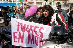Dia das mulheres: motociclistas agradáveis Fotos de Stock Royalty Free