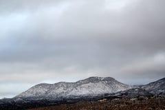 Dia de inverno bonito nas montanhas cobertos de neve em Tucson o Arizona Fotografia de Stock Royalty Free