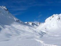 Dia de inverno ensolarado nas montanhas Imagens de Stock Royalty Free