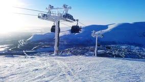 Dia de inverno na trilha do esqui foto de stock