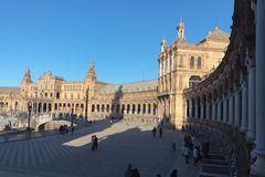 Dia de inverno de surpresa em Plaza de Espana em Sevilha imagens de stock