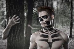 Dia de los Muerto Costume - il giorno dei morti è una festa messicana Qui è un uomo con il fronte del cranio immagine stock libera da diritti