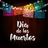 Dia de Los Muertos, día mexicano de la tarjeta muerta, invitación Vaya de fiesta la decoración, cadena de luces, banderas hechas  Foto de archivo libre de regalías