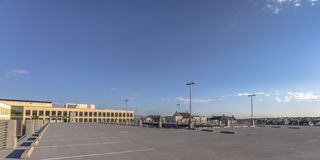 Dia de negligência das construções e das casas do parque de estacionamento imagens de stock royalty free