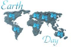 Dia de terra Ecologia do conceito Mapa do mundo, globo do solo com as plantas verdes em todo o mundo isoladas no fundo branco no  Fotografia de Stock Royalty Free