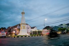 Dia de Timelapse à noite Tugu Jogja, Yogyakarta, Indonésia vídeos de arquivo