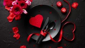Dia de Valentim, ajuste da tabela e conceito romântico do jantar filme