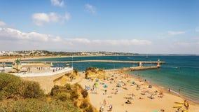 Dia de verão bonito na batata da Dinamarca do Praia, Lagos, Portugal foto de stock royalty free
