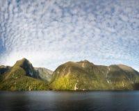 Dia de verão bonito no som duvidoso, Nova Zelândia Fotografia de Stock Royalty Free